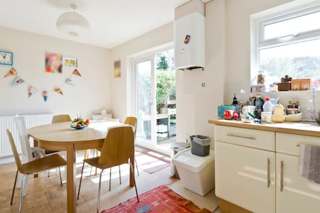 Single room in Woking - Woking - House