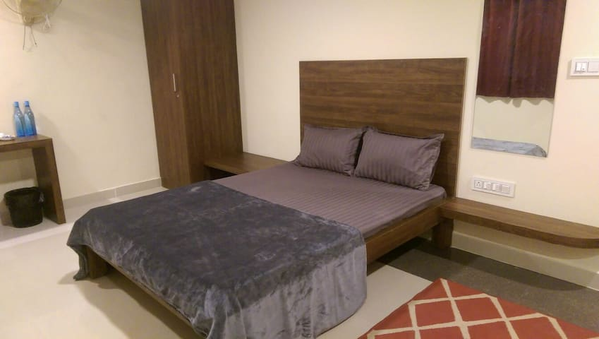 Single room with a Private entry - Bangalore - Huis
