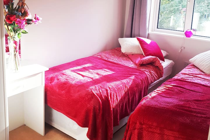 A cute, cosy room for two in beautiful Clontarf
