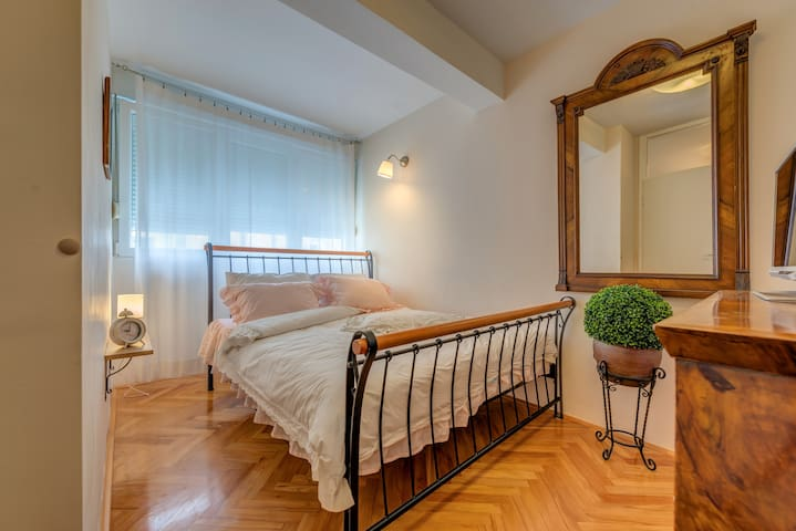 Boutique apartment near the city old town -Zoran2