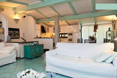 Wonderful villa with pool use in CGinepro STeodoro - Punta Molara