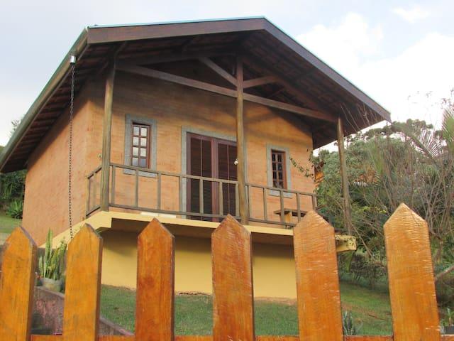 Chalé Cantinho da Montanha (2)com linda vista.