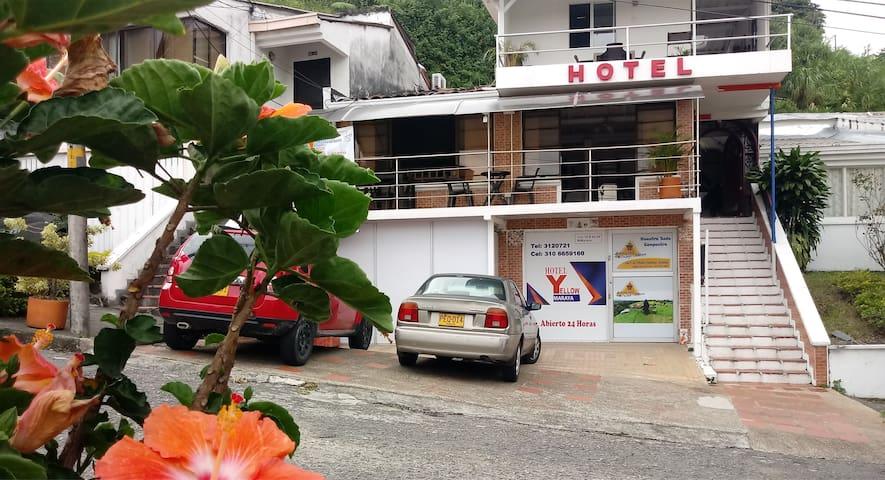 HOTEL EN UNA ZONA TRANQUILA Y SEGURA DE LA CIUDAD