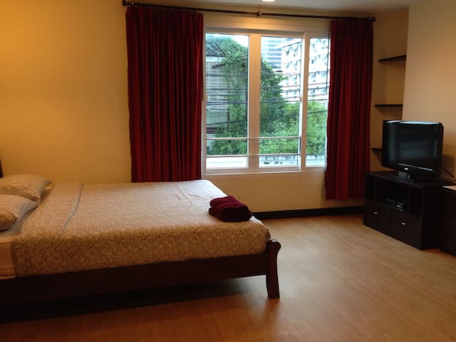 Silom 3 apartment no. 4 (BTS Saladaeng station)