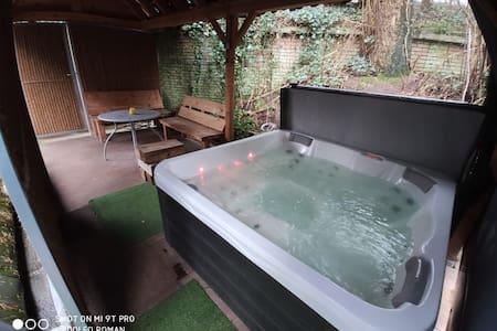 Wellness bungalow met sauna, jacuzzi en houtkachel
