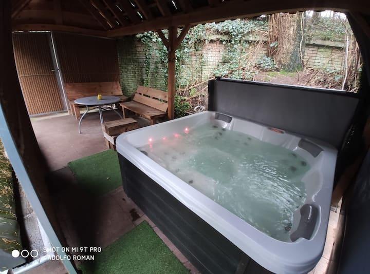 Bungalow met IR-sauna, jacuzzi en houtkachel