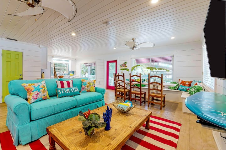 Vibrant Beach House – Heated Private Pool and Steps to the Beach