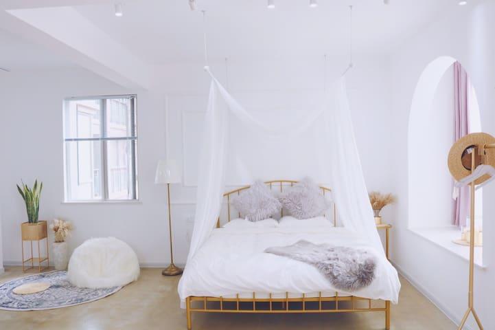 【密舍·九月茉莉】超大独立浴缸,楼下是光谷步行街,地铁二号线,80平米大户型,乳胶床垫