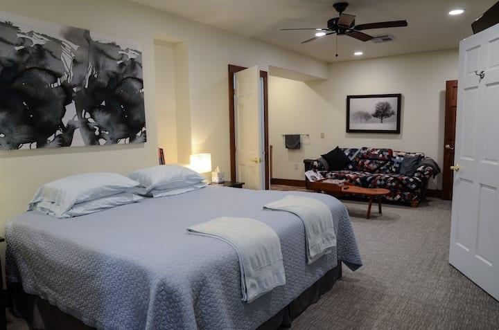 Strawbale Private suite near CCF, CWRU, UH.