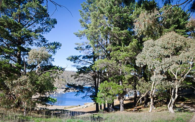 Cobb & Co 2 - Lakeside Apartment in Jindabyne