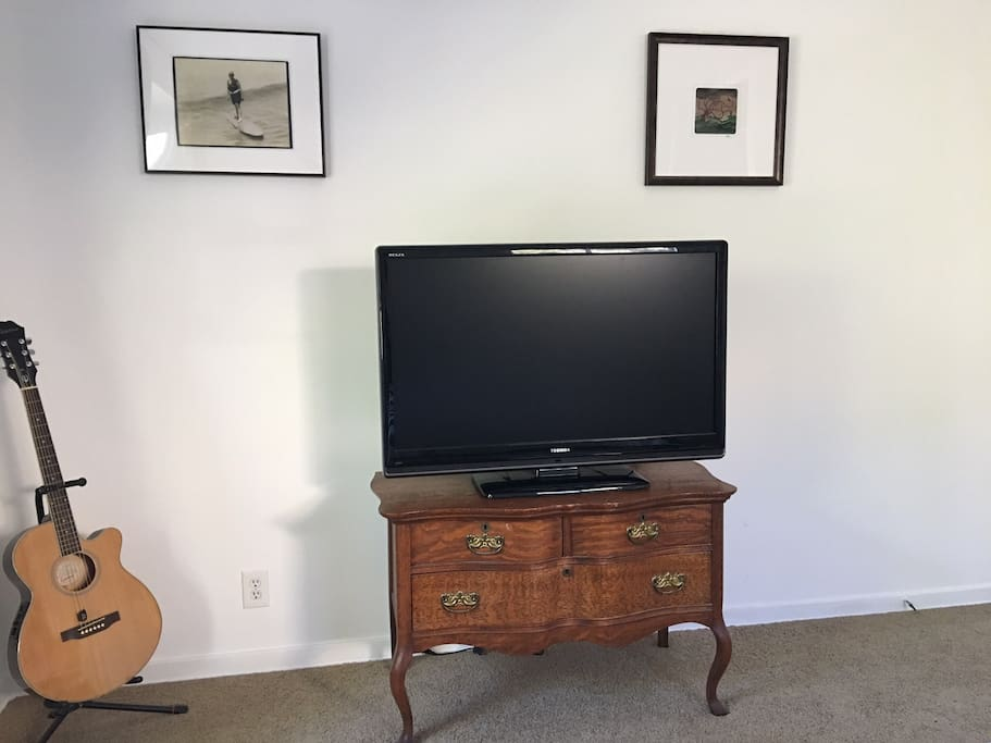 TV and charging station