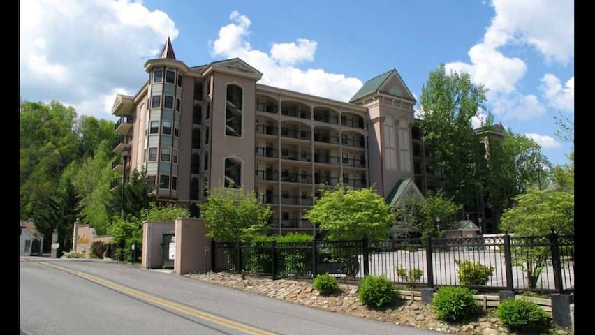 Luxury Condo with Relaxing Creek Sounds