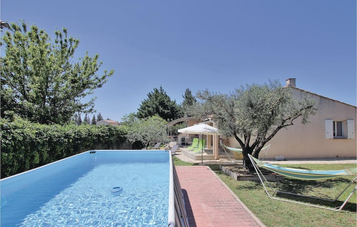 Awesome home in Chateaurenard with WiFi, 3 Bedrooms and Outdoor swimming pool