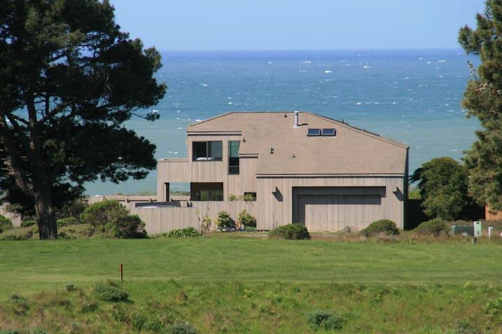 The Bluffs at Sea Ranch - Expansive Ocean Views