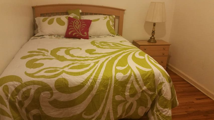 Cozy  bright  home away from home.. - Saint Albans - Ev