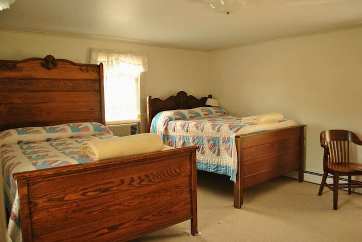 Room 2 - 2 double beds