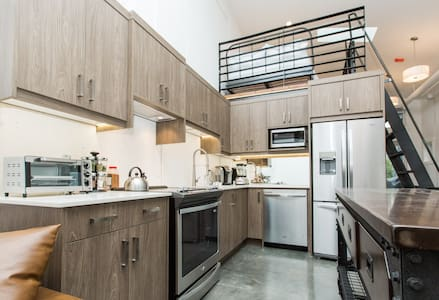 #4 Penthouse Bridgeland modern LOFT apartment