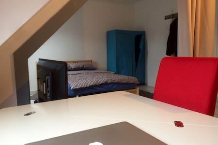 Komplett eingerichtete Wohnung. - Oberhausen - Apartemen