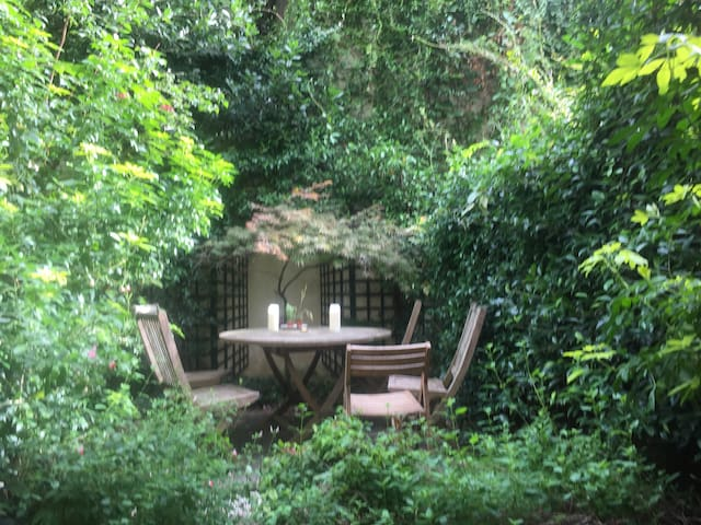 Nest with private garden-Montparnasse/St Germain
