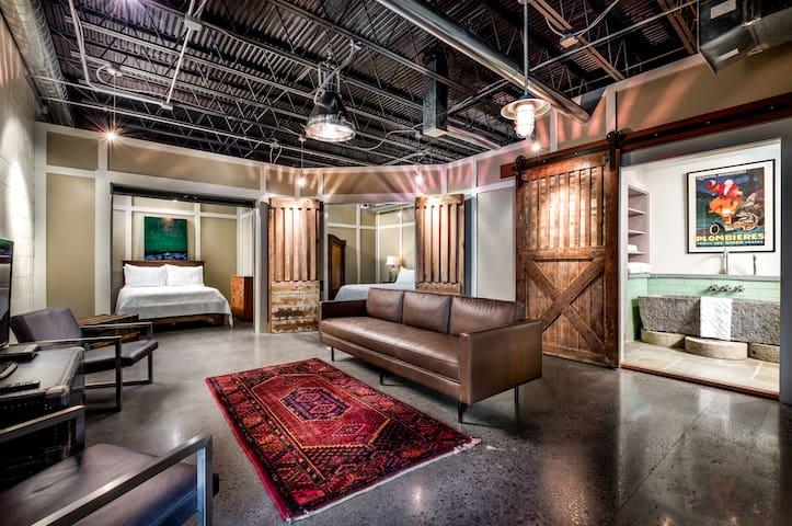 THE GARDEN VAULT - Downtown Loft-Style Property