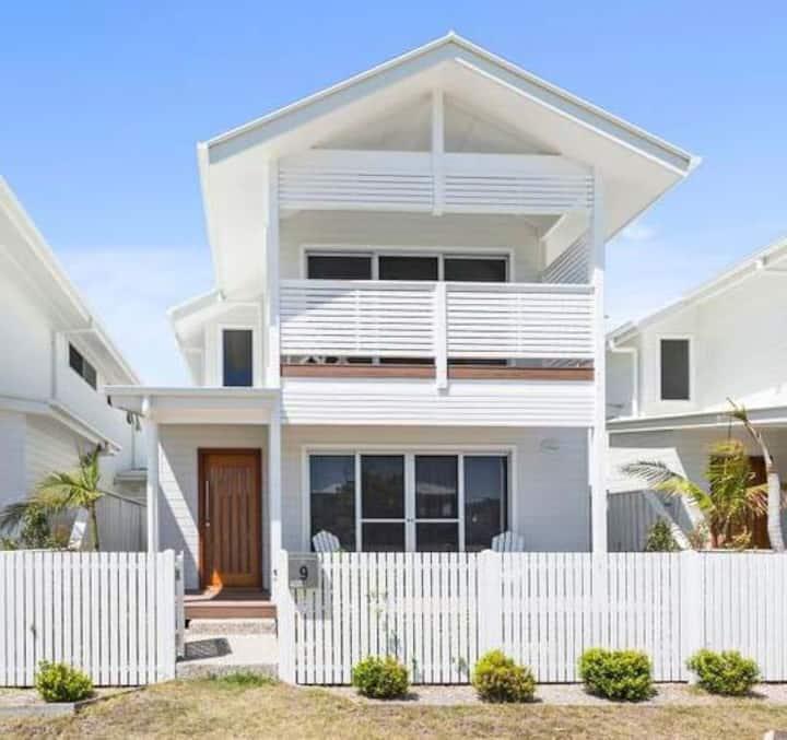 Chic beachside villa near Byron  Bay & Gold Coast