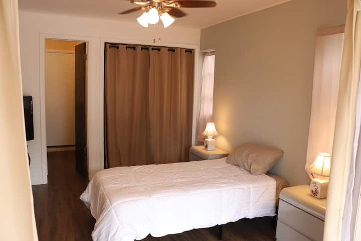 Jensen Beach Private Room with Prime location!