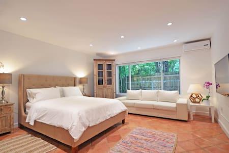 Gated New Guesthouse Near Beach - Miami - House