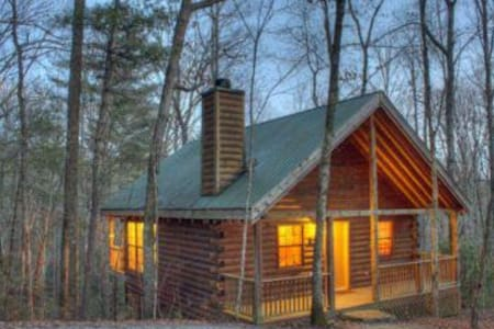 Secluded, Rustic-Chic Cabin in Woods w/EVERYTHING!