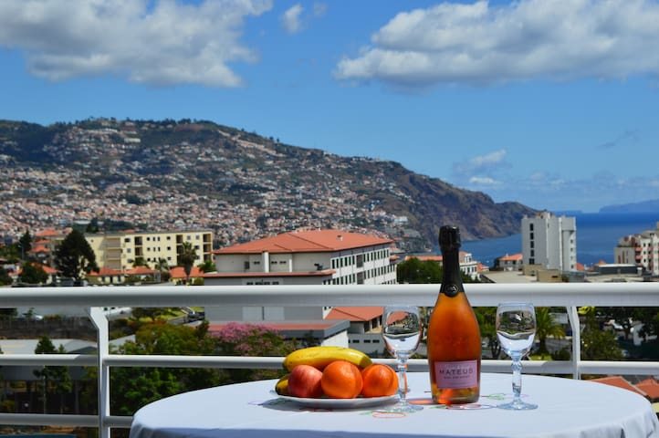 TOP Floor with balcony in Funchal for 2-4 pers.