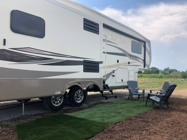 Private RV near Local Winery {bonus Tasting for 2)