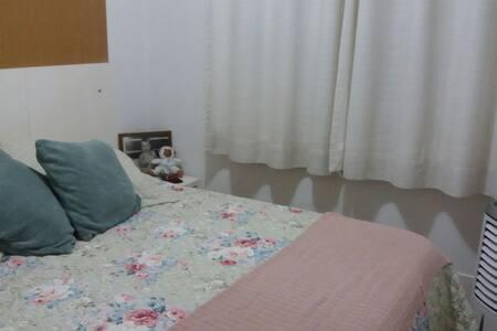 Um quarto inteiro de casal com TV - Són Paulo