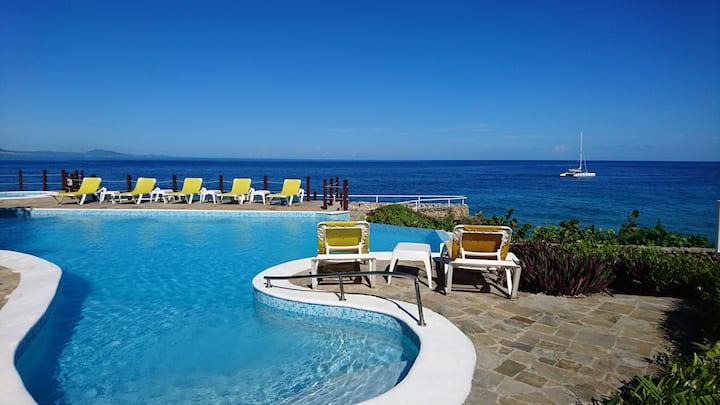 Sosua beachfront 2bd condo, beach access + pool
