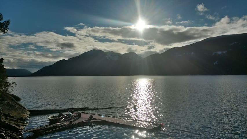 MagicalwaterfrontHomestead Cottage - Harrison Hot Springs - Chalet