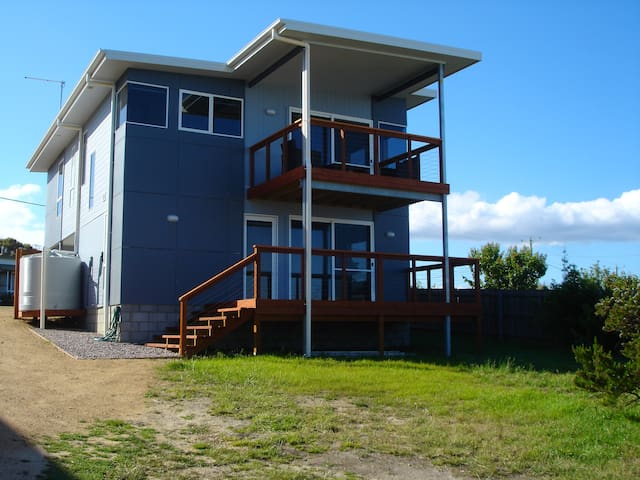 C-SPRAY Holiday House - Scamander - House