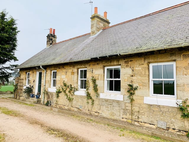 Country cottage within 15 miles from Edinburgh