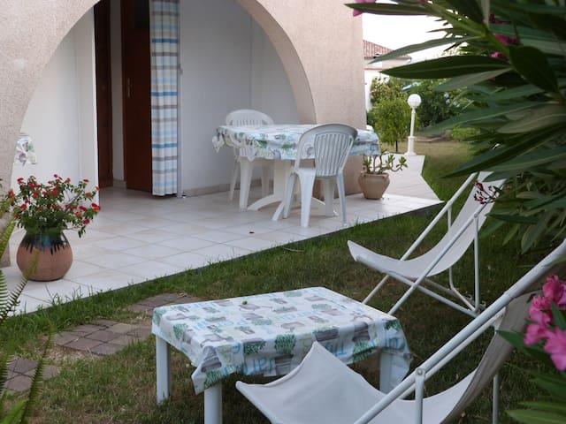 Appartemant F1 RDC villa  calme  terrasse  parking