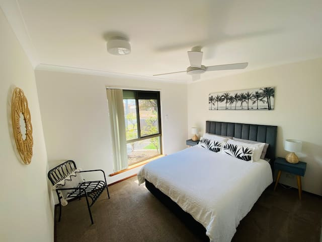 Bedroom 1 Queen bed -roller blind for complete light/sound blockout -built in robes