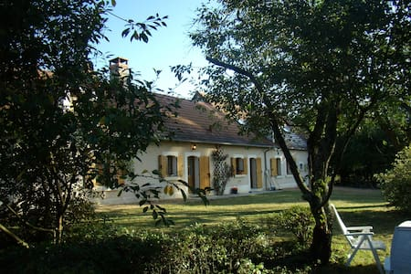 Pleasant, well equipped house with garden. - Couleuvre - Cabaña