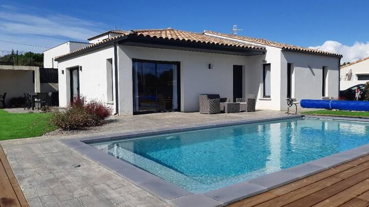 Villa contemporaine avec piscine proche de la mer
