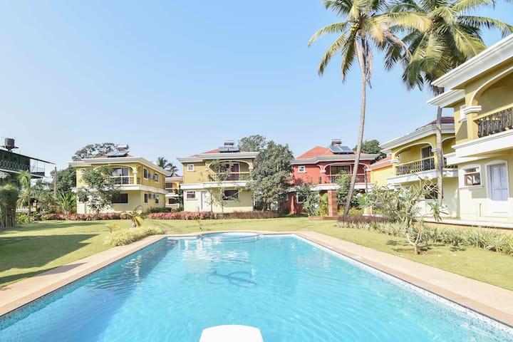 Beautiful villa with pool, walk to beach