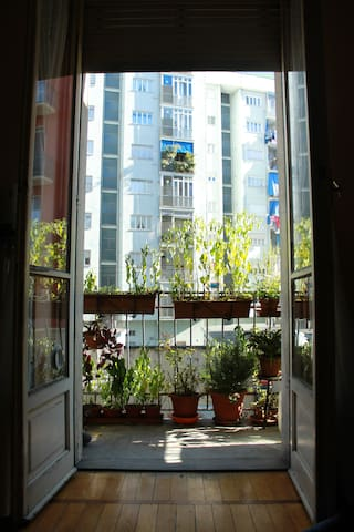 Bright room at just 100 m from the metropolitan - Turim - Apartamento