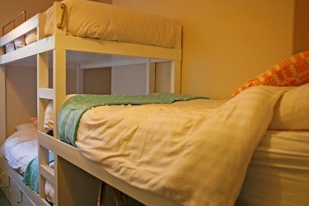 Hostel Cellb (3 bed) - Blaenau Ffestiniog