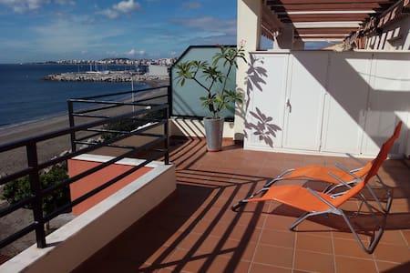 Stunning apartment in front of the beach! - La Caleta - Apartemen