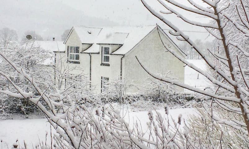 Skye Cottage, Glendaruel, Scottish Getaway