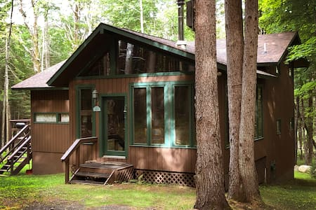 Cabin on 5-Acres. Hiking, Tennis & Private Beach