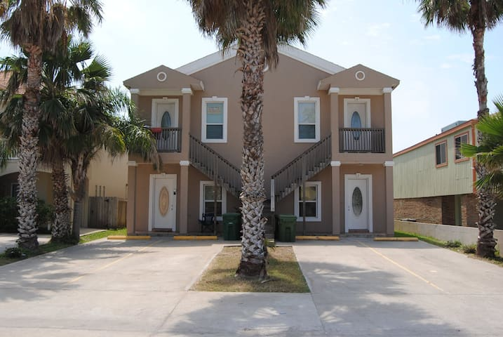 Wild Wind #2 Nice Condo across from the beach & near Entertainment District - South Padre Island - Apartment