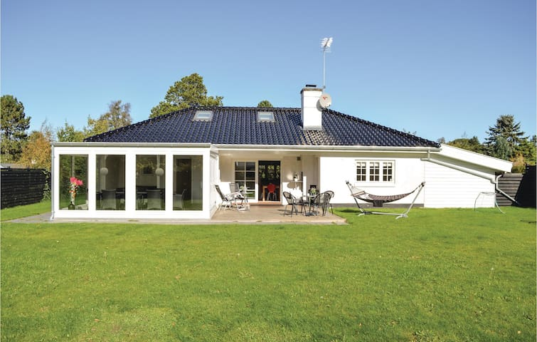 Holiday cottage with 4 bedrooms on 175m² in Hornbæk
