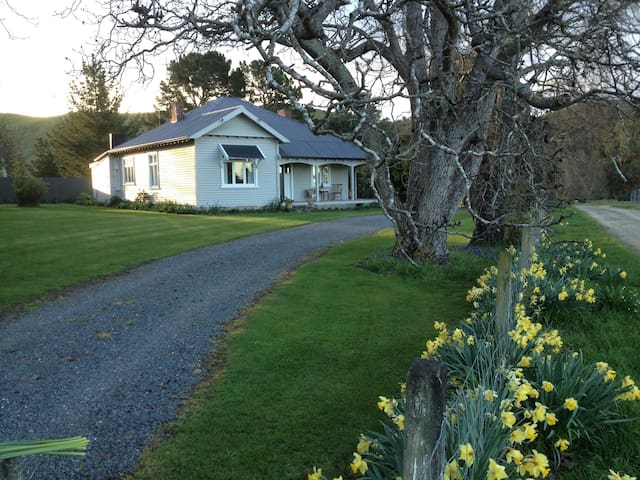 """ Riversdale "" country cottage."