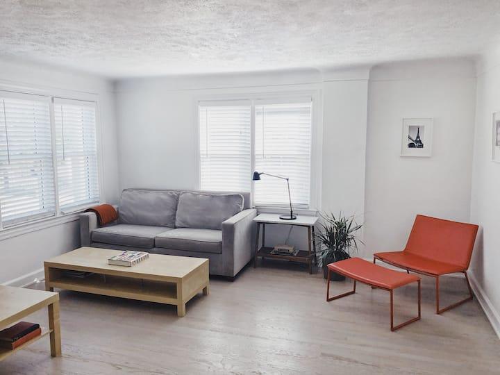 Downtown Royal Oak 2 bed Modern Apartment