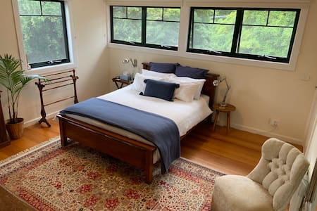 Upper Ferntree Gully large bedroom near 1000 Steps